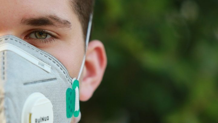 This surgical mask with intelligent fabric could deactivate Covid [details]